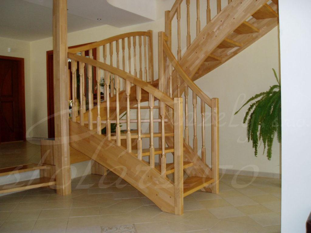 Drevené samonosné schody